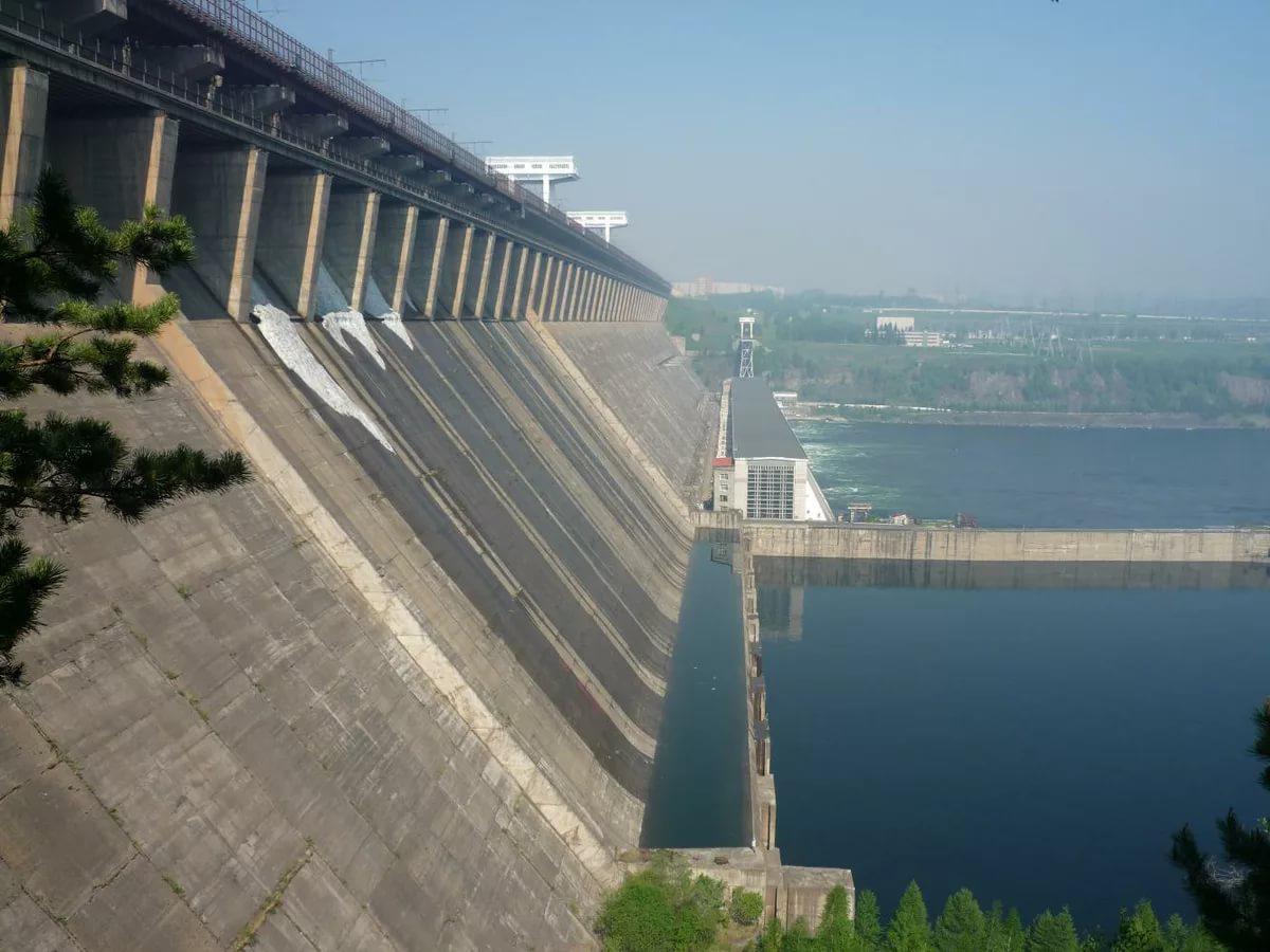 Братская ГЭС, Братск