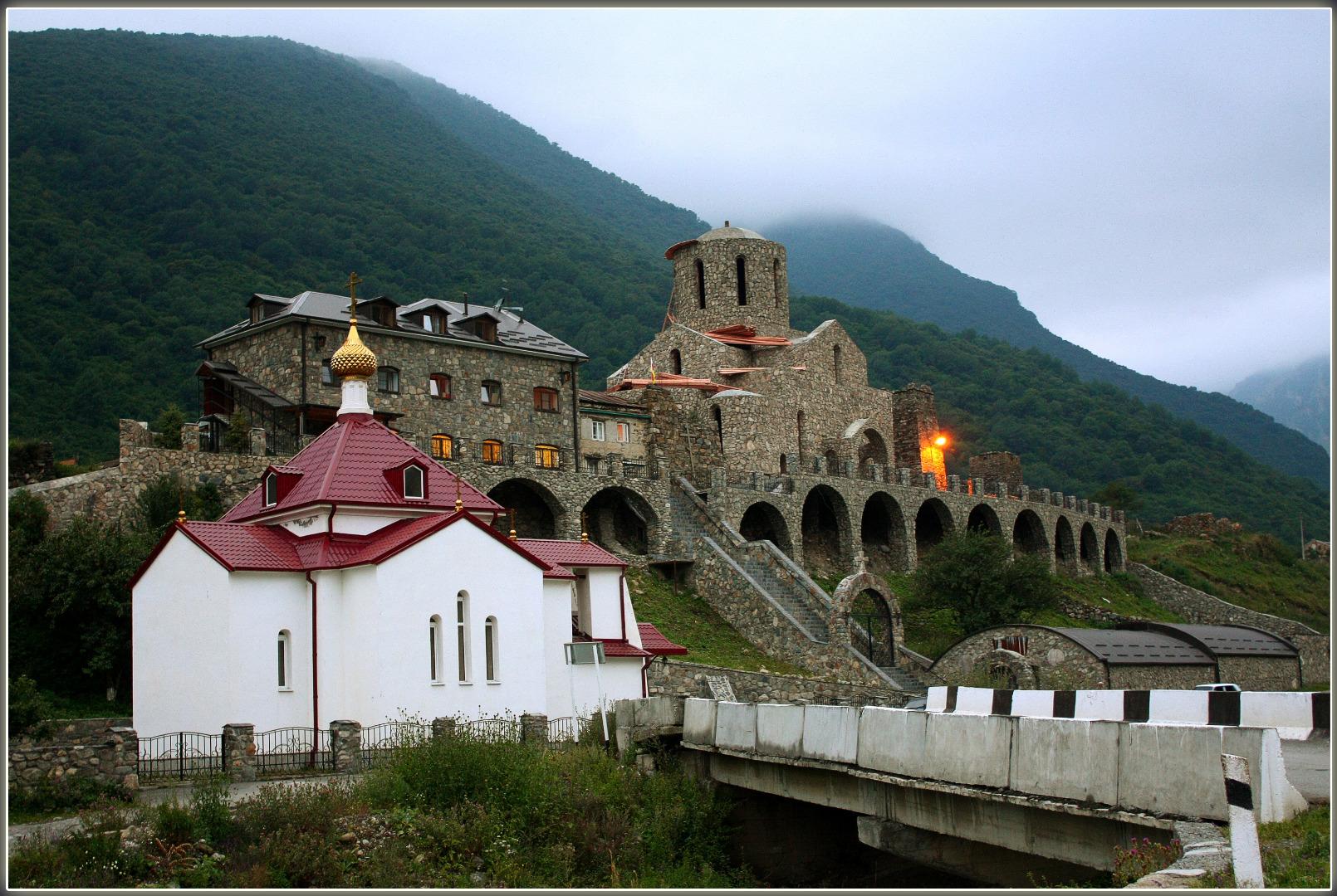 Свято-успенский Монастырь, Владикавказ