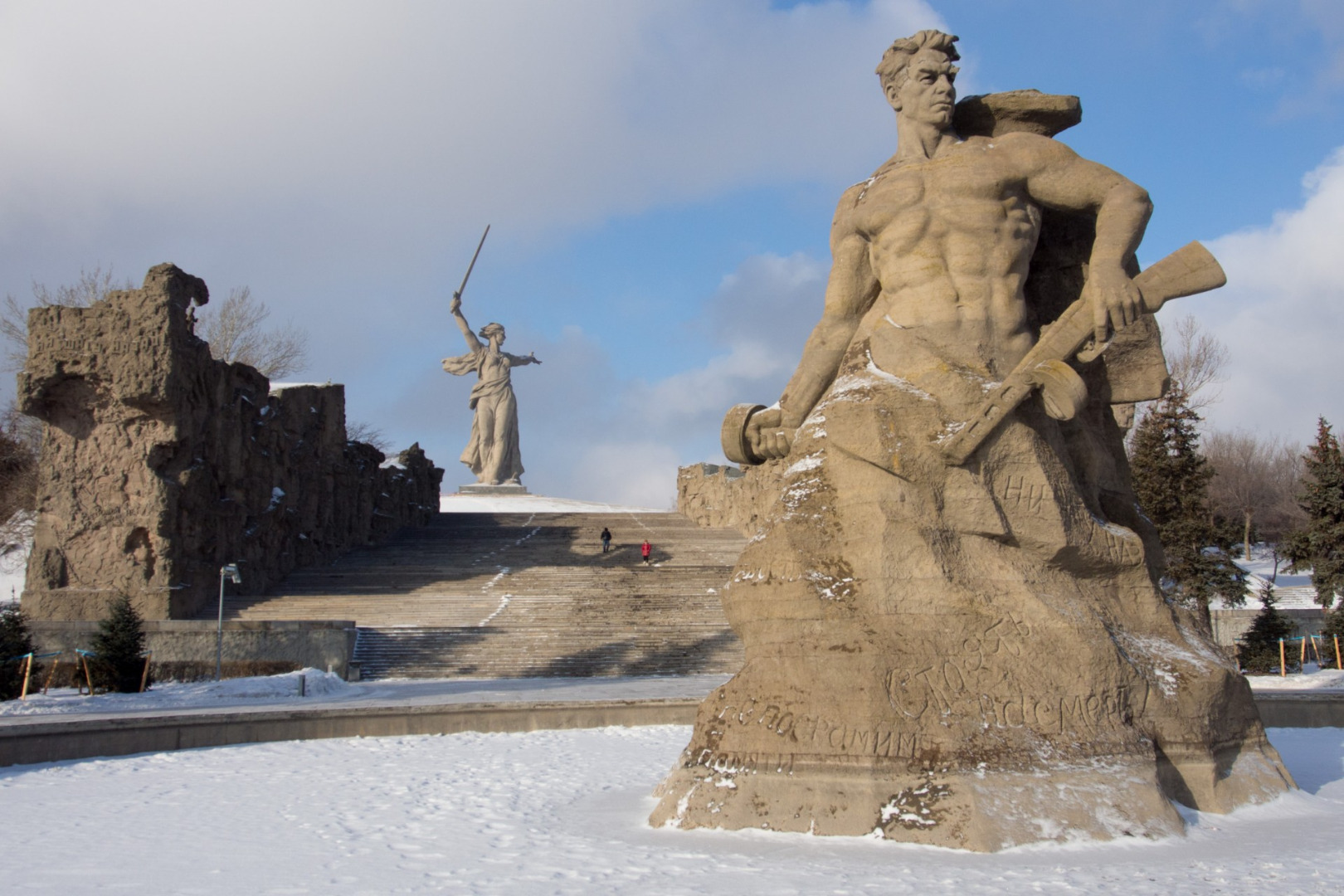 Скульптура «Стоять насмерть!», Волгоград