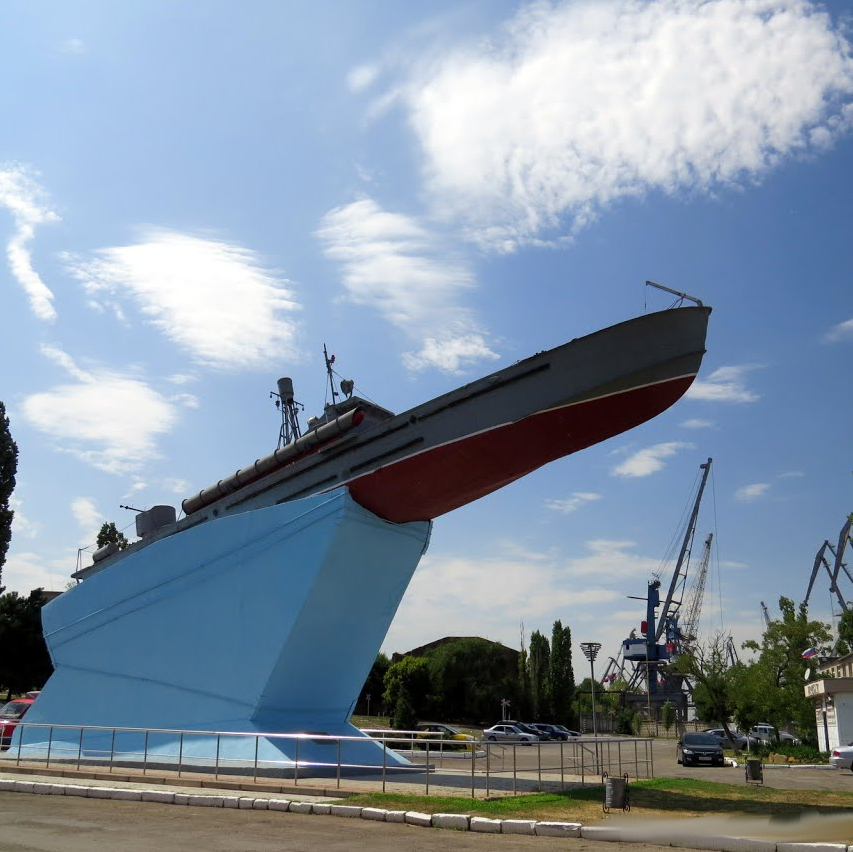 Катер-памятник, Азов