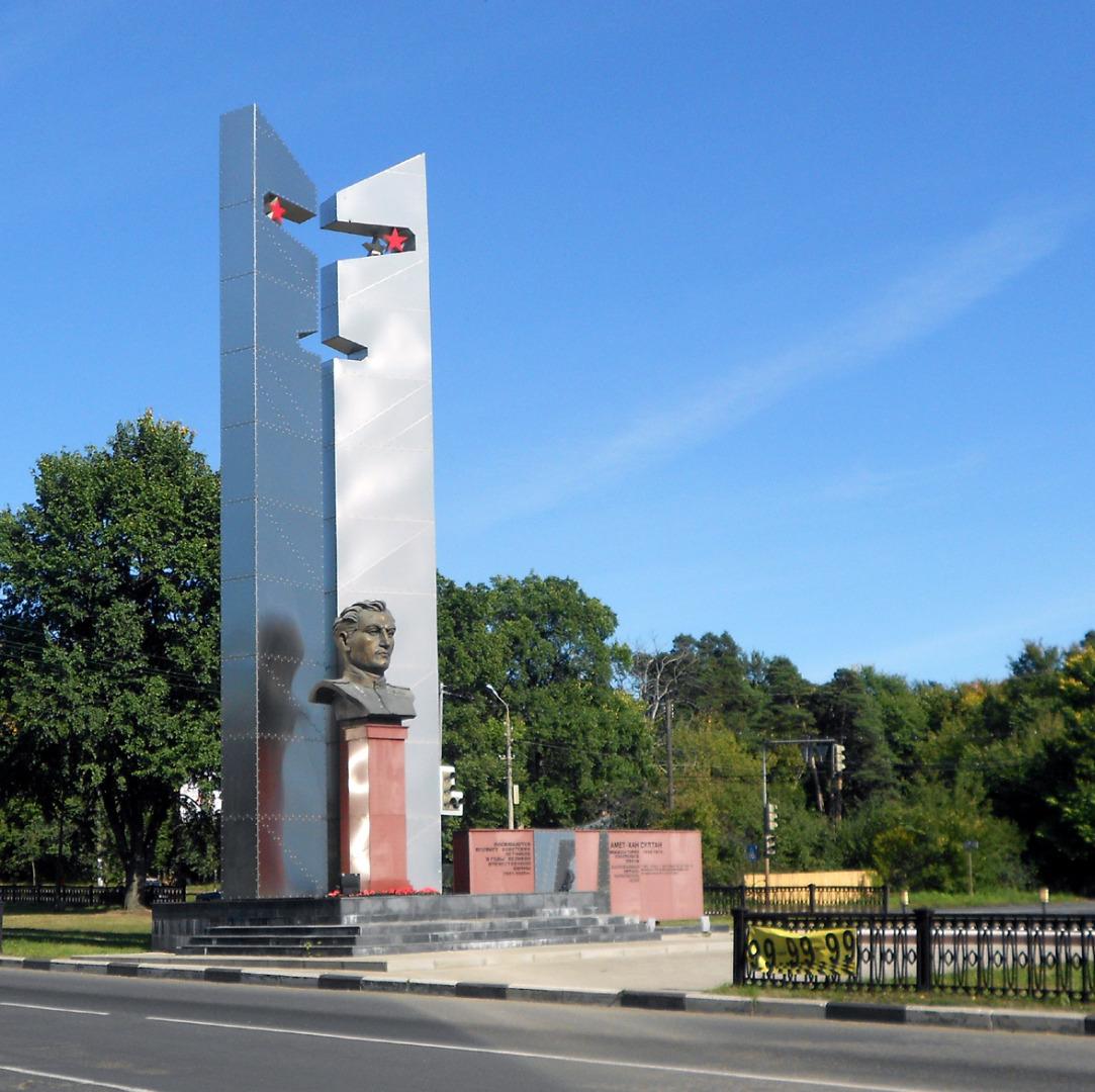 Памятник Амет-Хан Султану, Алупка