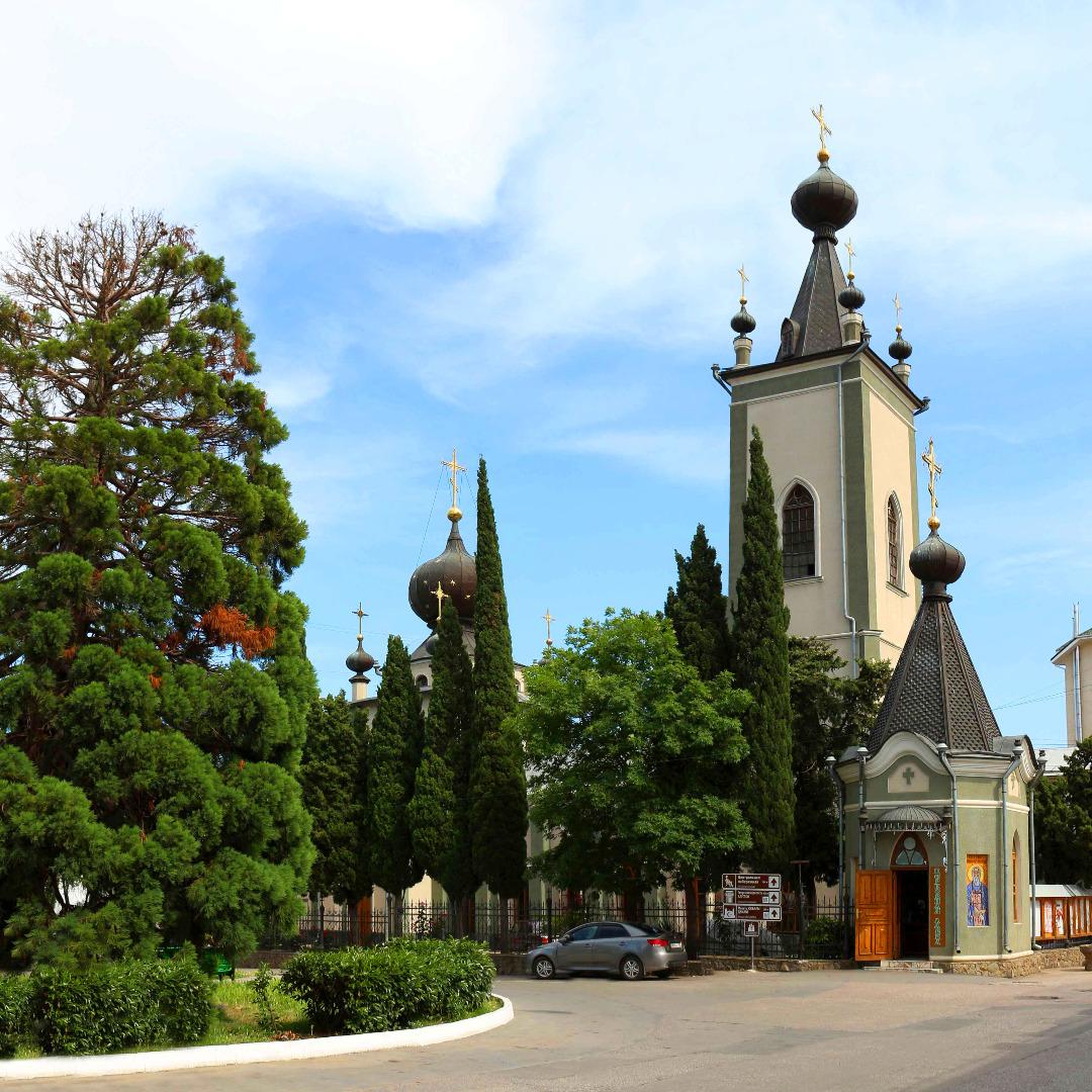 Храм во имя Всех Крымских Святых и Св. великомученика Феодора Стратилата, Алушта