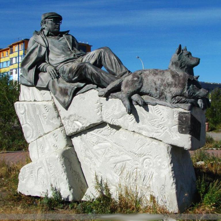 Памятник писателю Юрию Рытхэу, Анадырь