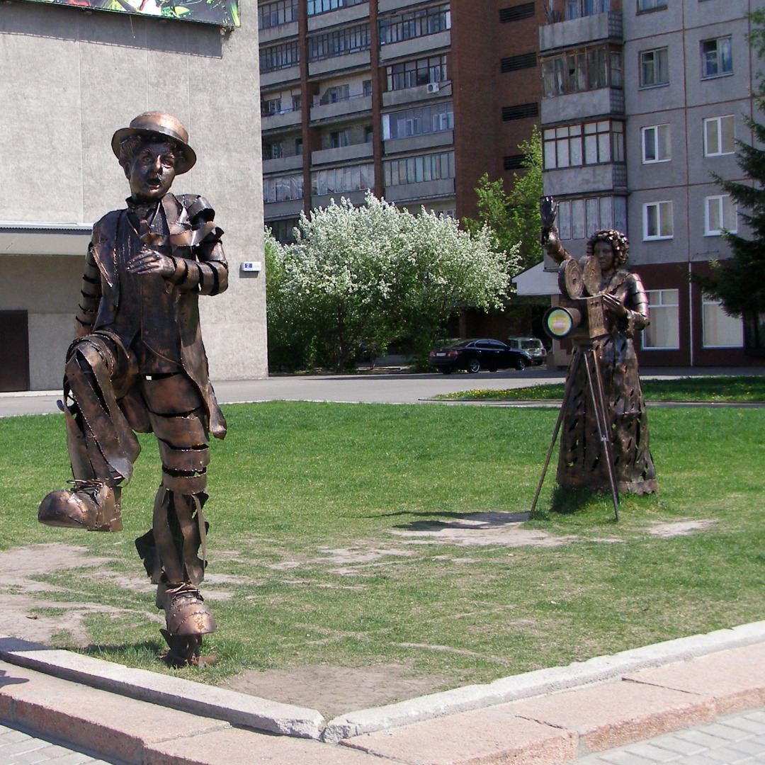 Памятник Чаплину, Барнаул