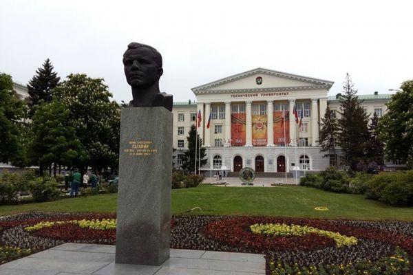 Памятник Юрию Гагарину, Ростов-на-Дону