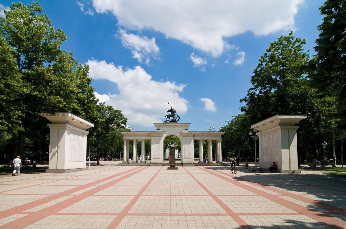 Арка героев на бывшей Соборной площади, Краснодар